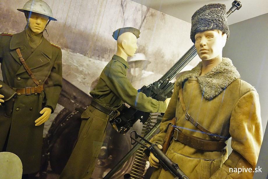 Figuríny vojakov v múzeu